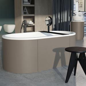 freestanding bathtub / oval / wooden