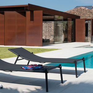 contemporary sun lounger / water-repellent fabric / aluminum / leather