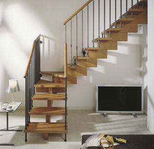 quarter-turn staircase / wooden frame / wooden steps / without risers