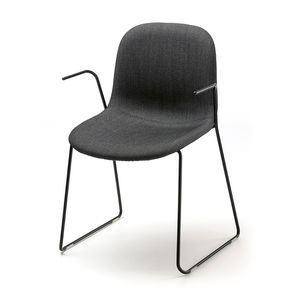 Scandinavian design visitor chair / with armrests / upholstered / sled base