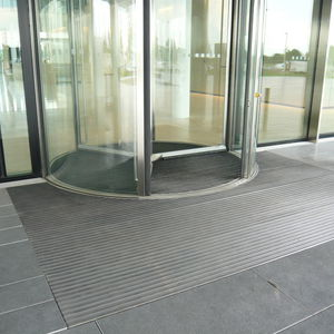 entrance mat for public buildings / rubber / aluminum / dust control