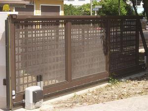 sliding gate / metal / panel / commercial