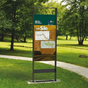 wall-mounted display panel / outdoor / aluminum