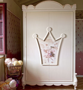 classic wardrobe / lacquered wood / with swing doors / girl's