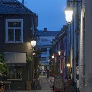 urban lamppost / traditional / aluminum / glass