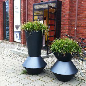 aluminum planter / round / contemporary / for public spaces