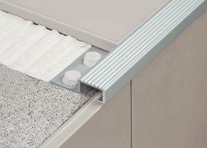 aluminum stair nosing / non-slip
