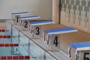 public pool starting blocks