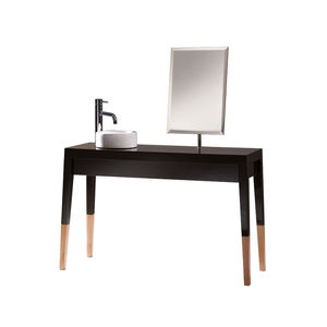 traditional dressing table