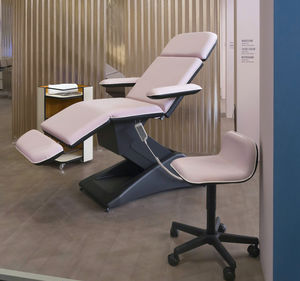 massage armchair with footrest