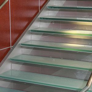 half-turn staircase / straight / metal frame / glass steps