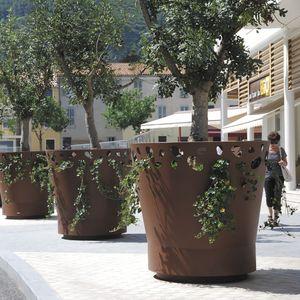 metal Versailles planter