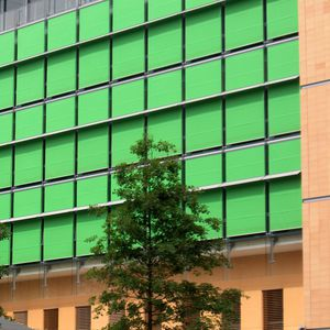 wire mesh solar shading / for facade / vertical / motorized