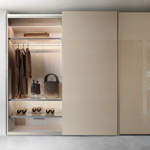 wardrobe with air cleaning system