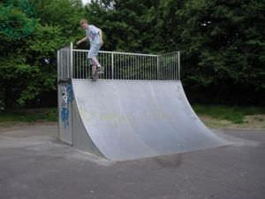 skatepark quarter pipe