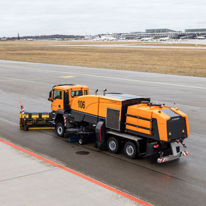 street sweeping machine / truck-mounted