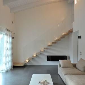 quarter-turn staircase / metal frame / wooden steps / glass steps