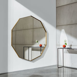 wall-mounted mirror / contemporary / polygon / brass