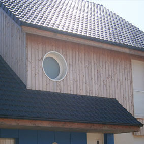 strip cladding / wooden / painted / vertical