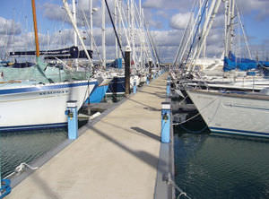floating dock / reinforced concrete / galvanized steel / modular