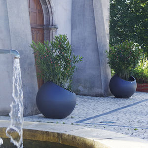 thermo-lacquered steel planter