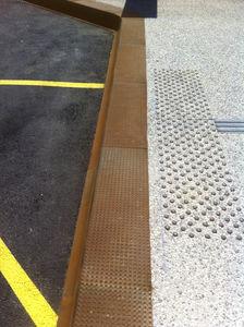 bus platform edge / COR-TEN® steel / reinforced concrete / rectangular