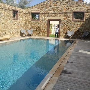 travertine swimming pool coping / non-slip