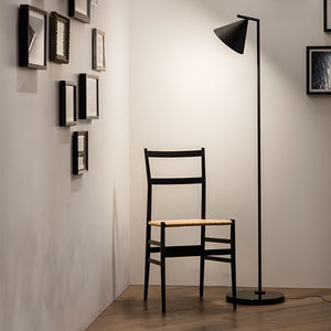 floor-standing lamp / contemporary / painted steel / brushed brass