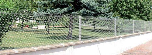 garden fence / wire mesh / metal
