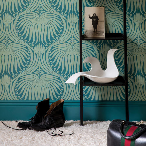 traditional wallpaper / damask