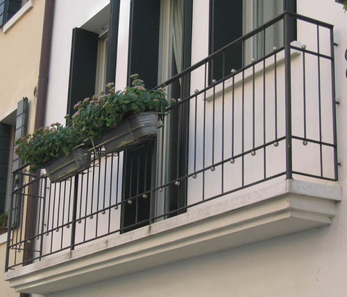 balcony with bars / wrought iron