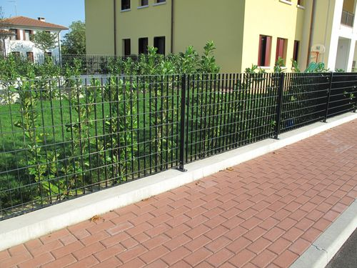 public space fence / wire mesh / with bars / galvanized steel