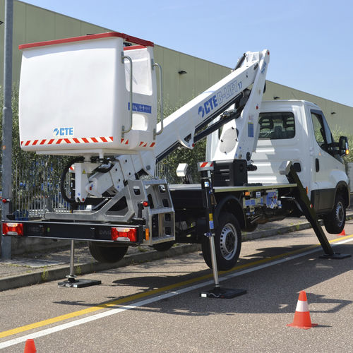 construction site aerial platform / outdoor / truck-mounted