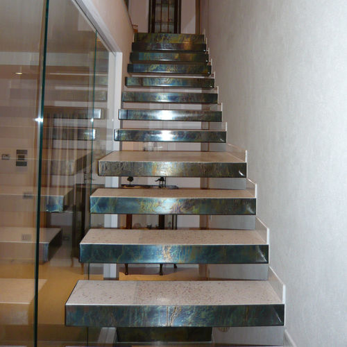 straight staircase / metal steps / without risers / contemporary
