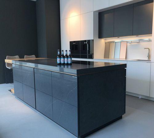 contemporary kitchen / natural stone / anodized aluminum / quartz composite