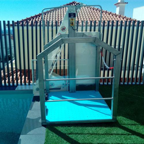 handicapped lifting platform / for public pools / pool