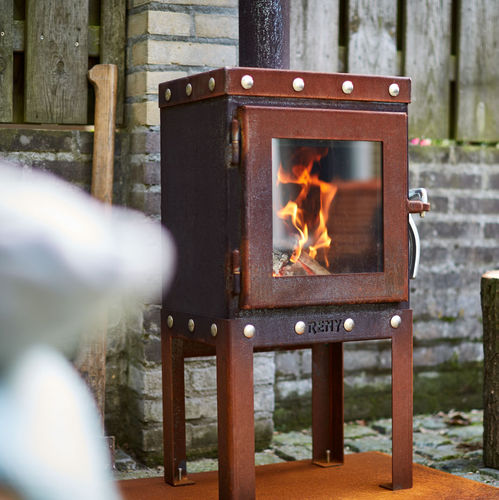 garden fireplace / wood-burning / traditional / closed hearth