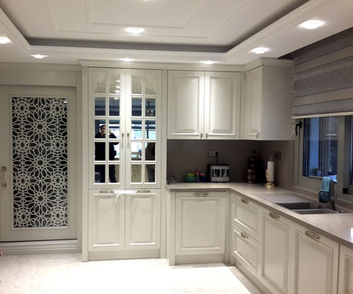 traditional kitchen / wooden / L-shaped / lacquered