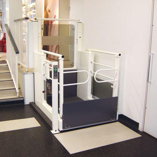 handicapped lifting platform / outdoor
