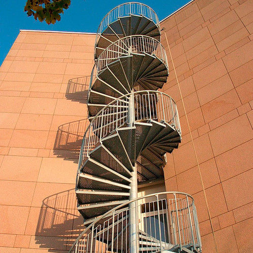 spiral staircase / metal frame / metal steps / contemporary