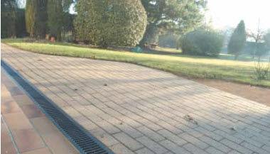 metal drainage channel / slot / for public spaces
