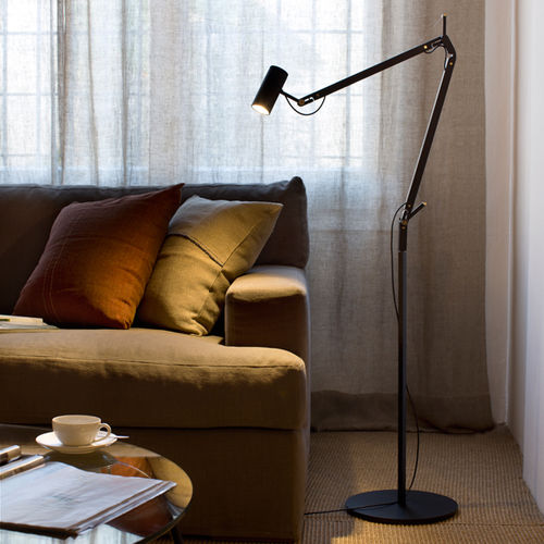 floor-standing lamp / contemporary / lacquered aluminum / swing-arm