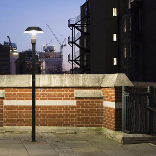 urban lamppost / contemporary / cast aluminum / anodized aluminum