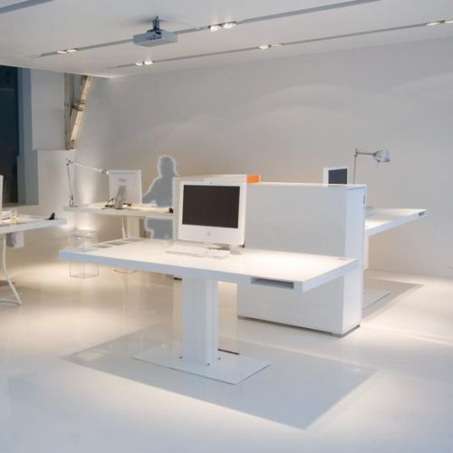 multimedia desk