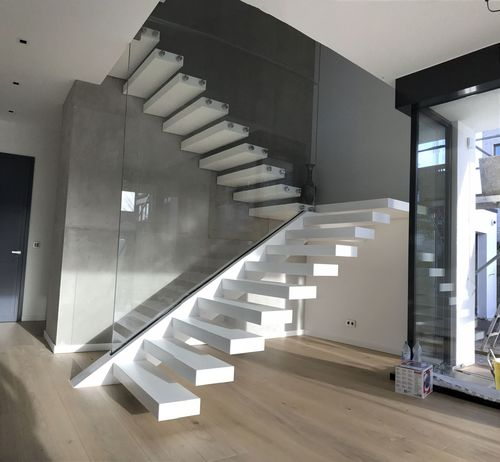 half-turn staircase / steel frame / composite steps / without risers