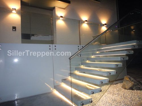 straight staircase / glass frame / concrete steps / without risers