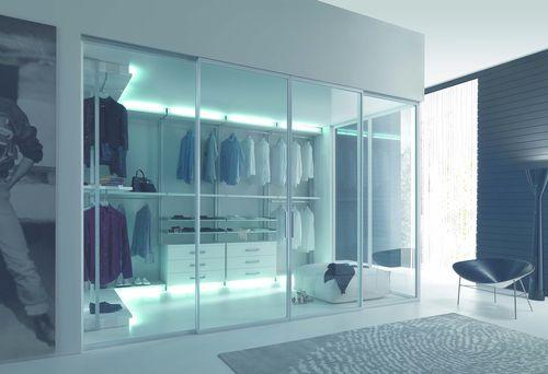 contemporary walk-in wardrobe / wooden / with sliding door