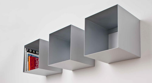 wall-mounted shelf / contemporary / metal / commercial