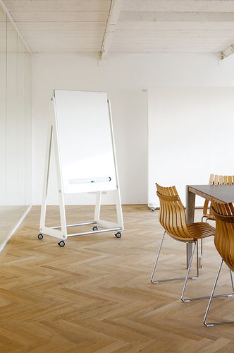 magnetic board / self-supporting / metal