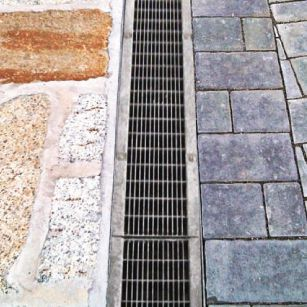 vibro-pressed concrete drainage channel / with grating / for public spaces